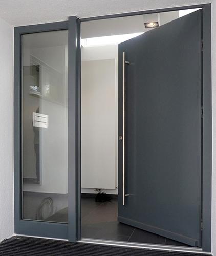 железные тамбурные двери со стеклом московского завода